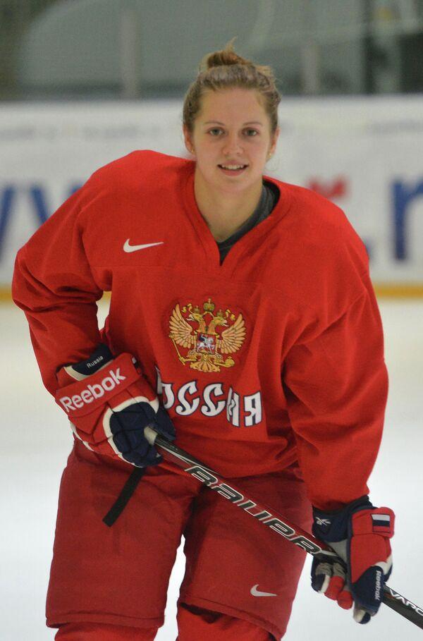 Елена Дергачева во время открытой тренировки женской национальной сборной по хоккею