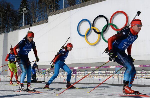 Биатлонистски сборной России Яна Романова, Екатерина Шумилова и Ольга Зайцева (Россия)