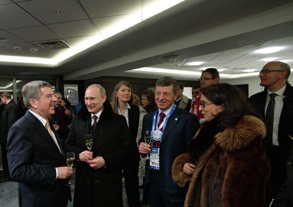 Президент Международного олимпийского комитета Томас Бах, президент России Владимир Путин и заместитель председателя правительства РФ Дмитрий Козак (слева направо)