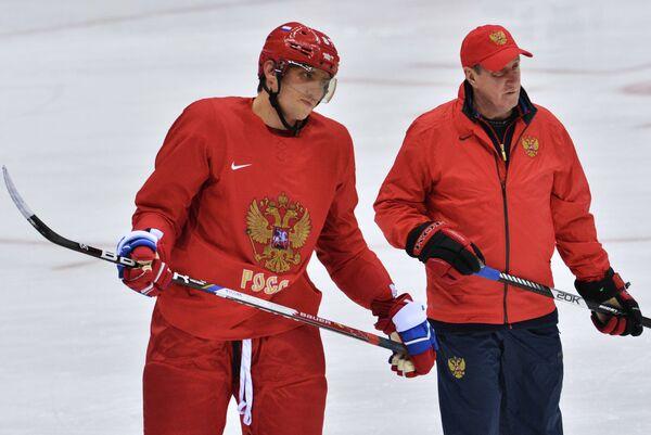 Александр Овечкин и тренер Валерий Белоусов