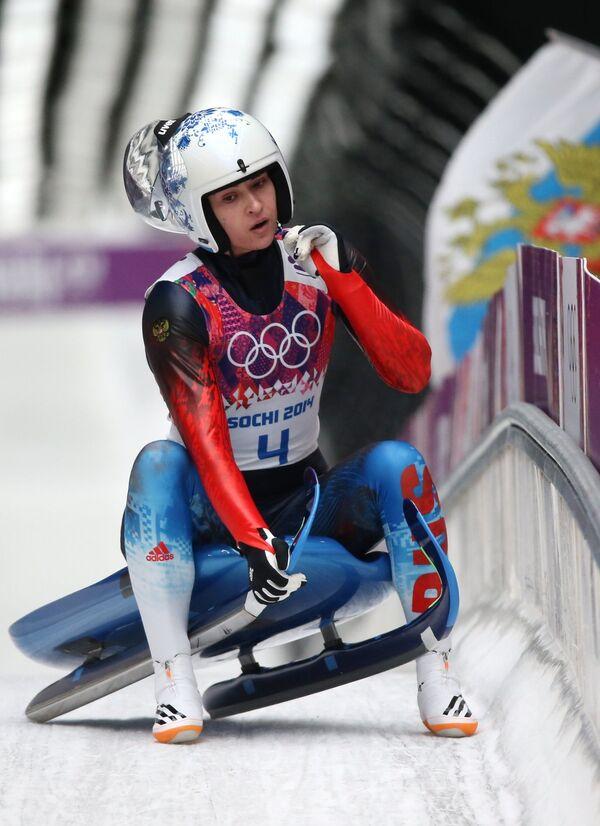 Татьяна Иванова (Россия) на финише в первом заезде на индивидуальных соревнованиях по санному спорту среди женщин на XXII зимних Олимпийских играх в Сочи.