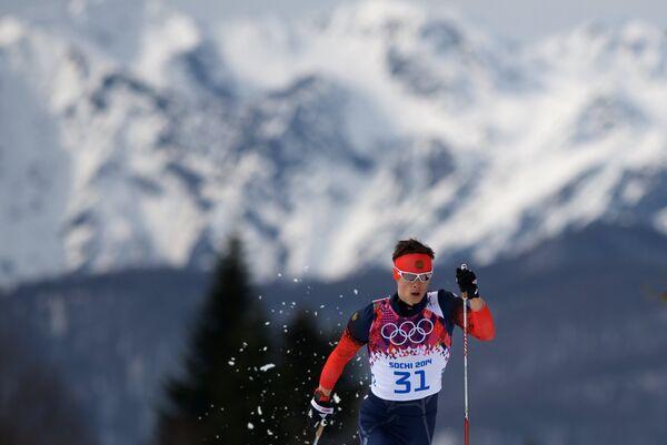 Александр Бессмертных (Россия) на дистанции индивидуальной гонки в соревнованиях по лыжным гонкам среди мужчин на XXII зимних Олимпийских играх в Сочи.