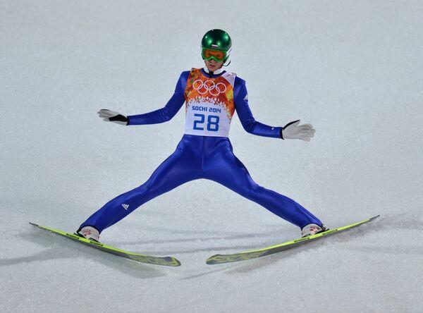 Денис Корнилов (Россия) в квалификации индивидуальных соревнований по прыжкам с большого трамплина