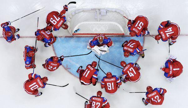 Хоккеисты сборной России перед матчем началом матча с норвежцами