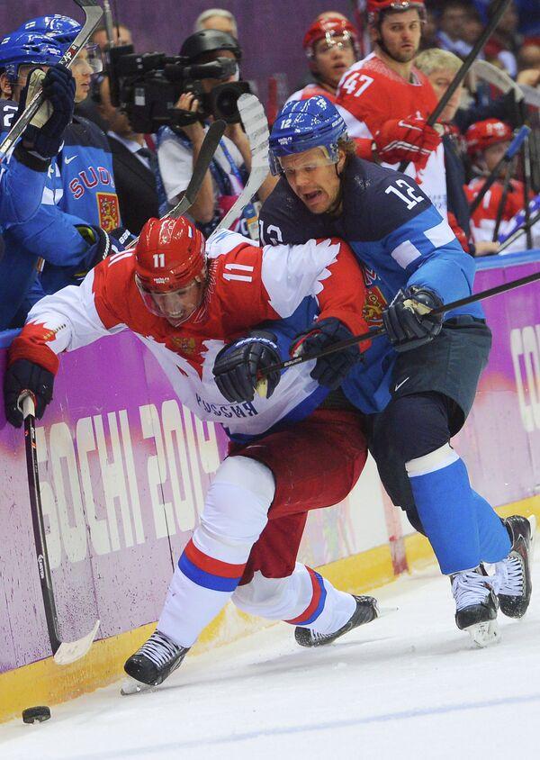 Слева направо: Евгений Малкин (Россия) и Олли Йокинен (Финляндия)
