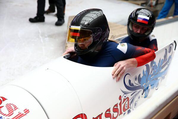 Ольга Стульнева и Людмила Удобкина (Россия) на финише в третьем заезде двоек