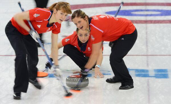 Слева направо: Клер Хэмилтон (Великобритания), Анна Слоун (Великобритания) и Вики Адамс (Великобритания) в матче за третье место