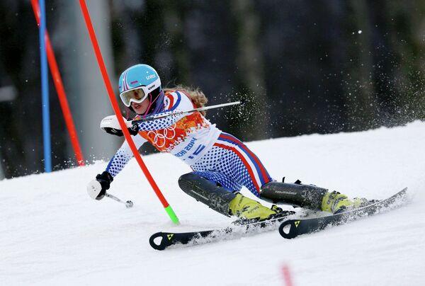 Ксения Алопина (Россия) на трассе слалома в первой попытке на соревнованиях по горнолыжному спорту