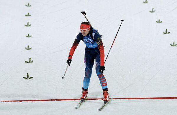 Ольга Вилухина (Россия) на финише эстафетной гонки в соревнованиях по биатлону