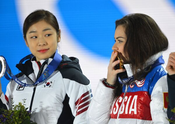 Ким Ю На и Аделина Сотникова (слева направо)