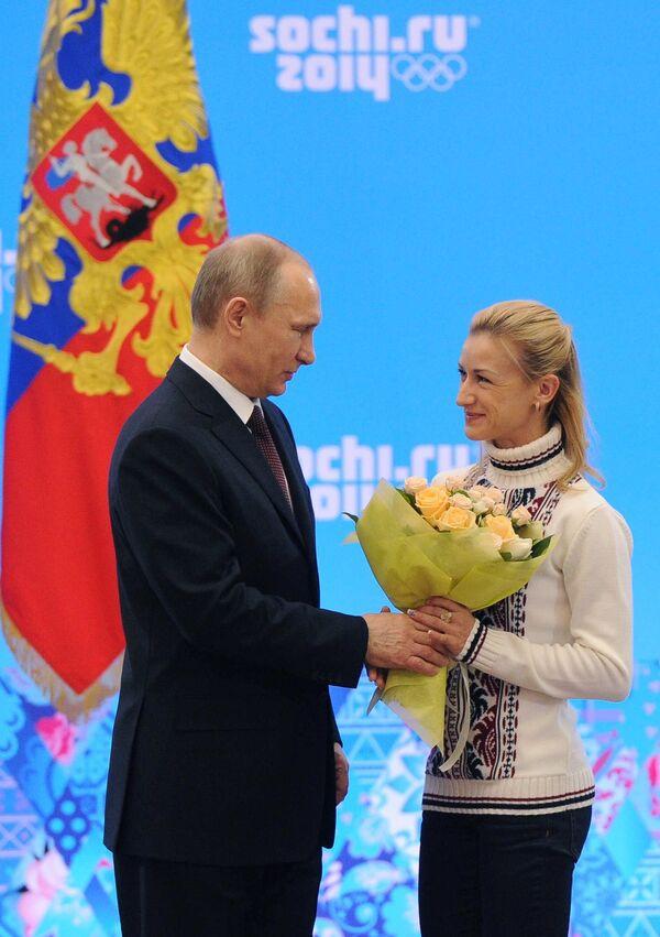 Президент России Владимир Путин и двукратная олимпийская чемпионка в фигурном катании Татьяна Волосожар