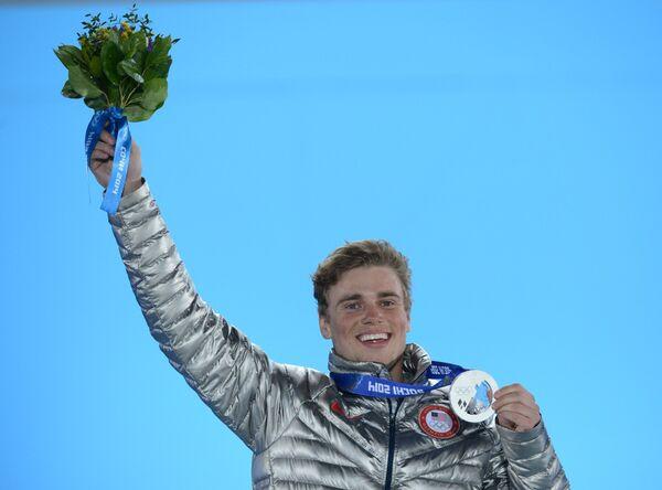 Гас Кенуорти (США), завоевавший серебряную медаль в слоупстайле на XXII зимних Олимпийских играх в Сочи