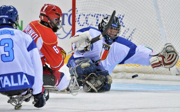 Игровой момент матча Россия - Италия