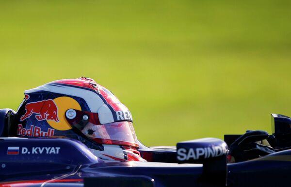 Российский автогонщик Даниил Квят во время второй сессии свободных заездов Гран-при Австралии /