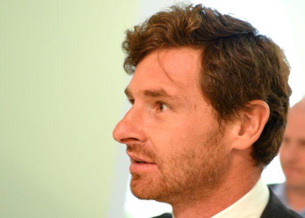 Новый главный тренер футбольного клуба Зенит Андре Виллаш-Боаш перед началом пресс-конференции
