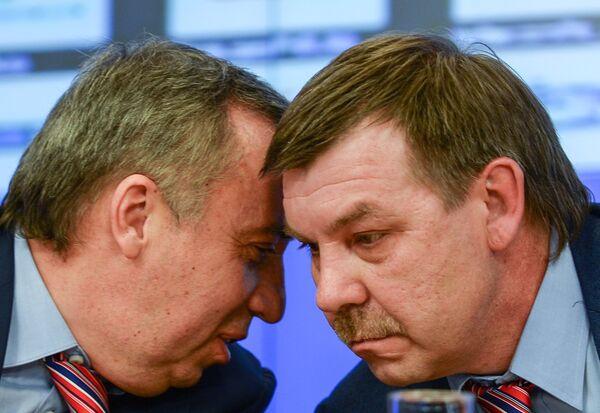 Андрей Сафронов (слева) и главный тренер мужской сборной России по хоккею Олег Знарок