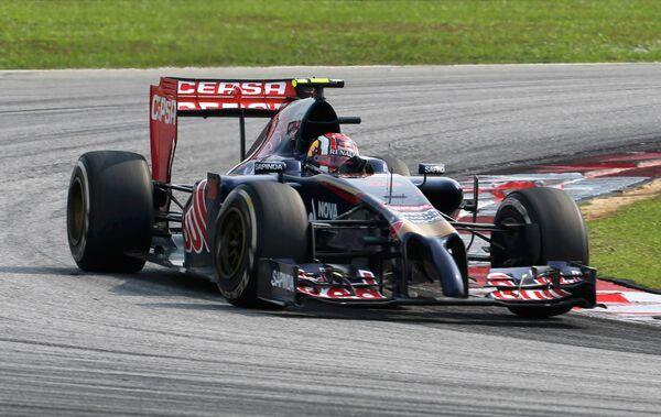 Российский автогонщик Торо Россо Даниил Квят на дистанции Гран-при Малайзии