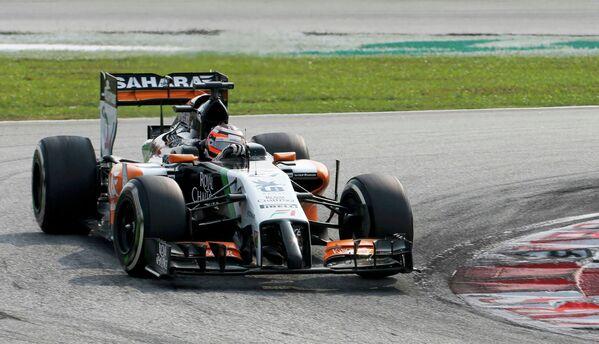 Немецкий автогонщик Нико Хюлькенберг на дистанции Гран-при Малайзии