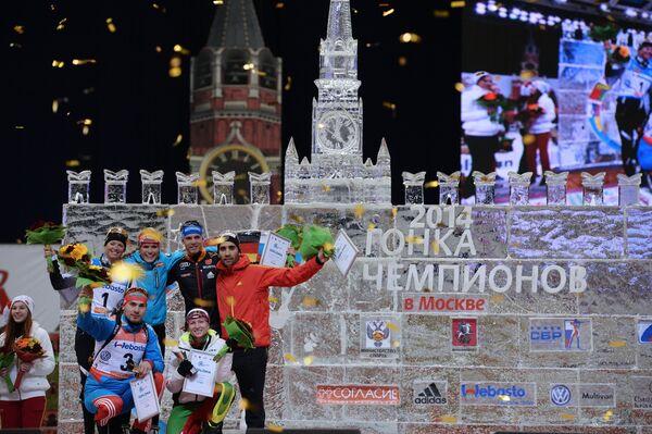 Мари Дорен-Абер (Франция) - второе место, Дарья Домрачева (Белоруссия) и Антон Шипулин (Россия) - первое место, Габриэла Соукалова (Чехия), Симон Шемпп (Германия) - третье место, Мартен Фуркад (Франция) - второе место