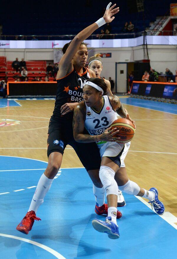 Игровой момент матча Фенербахче – Бурж Баскет