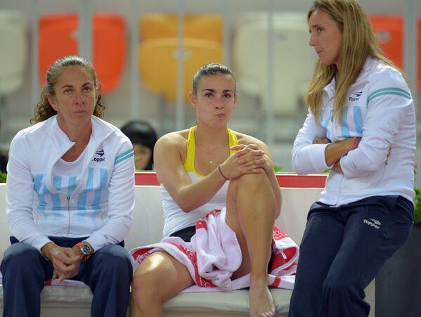 Сборная Аргентины по теннису. В центре - Паула Ормаэчеа