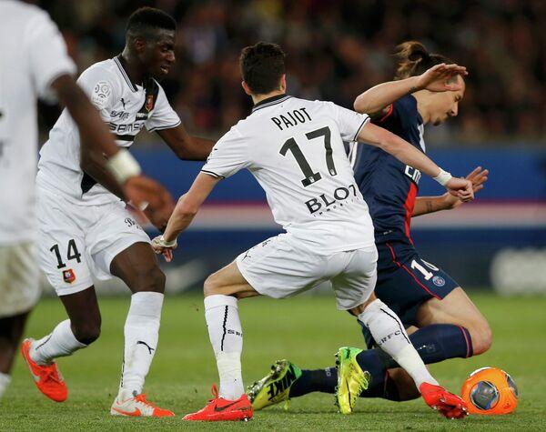 Игровой момент матча Пари Сен-Жермен - Ренн