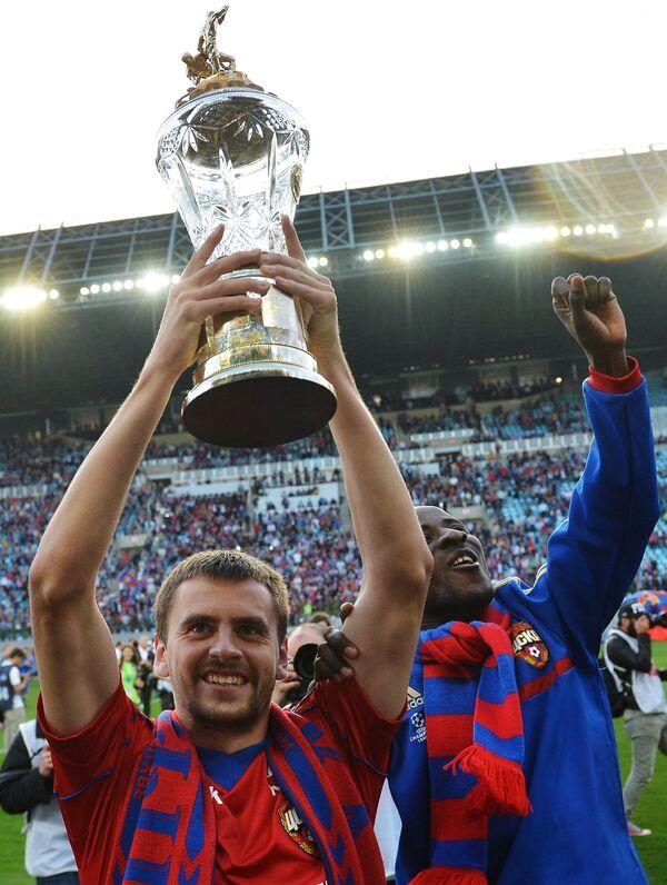 Георгий Щенников и Сейду Думбия (слева направо)