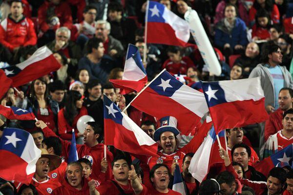 Болельщики сборной Чили по футболу.