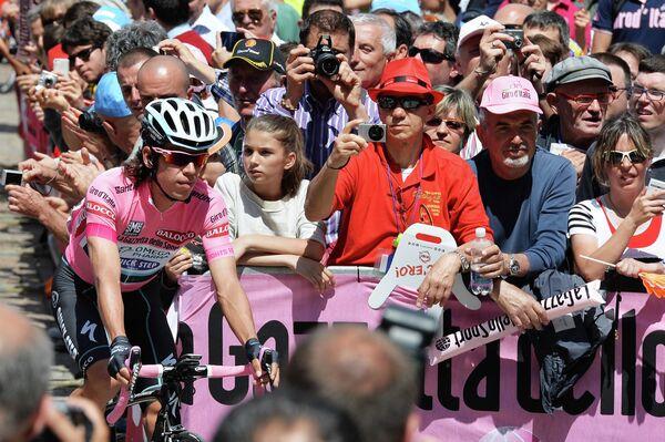 Велогонщик  Ригоберто Уран остался лидером Джиро д'Италия