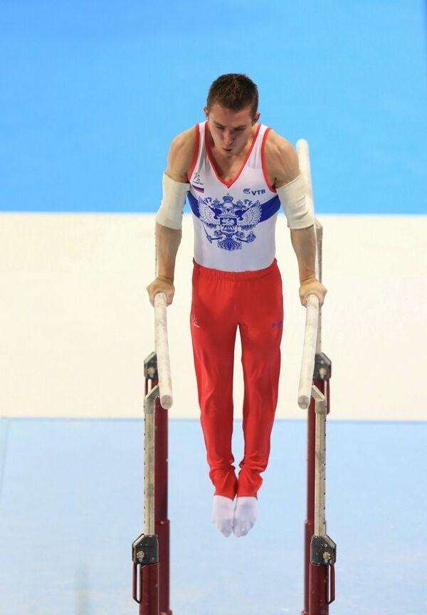 Российский гимнаст Белявский завоевал серебро на чемпионате Европы на брусьях