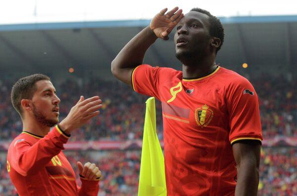 Футболисты сборной Бельгии Эден Азар и Ромелу Лукаку (слева направо)