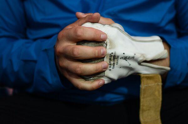Спортсмен во время соревнований по легкой атлетике в метании молота