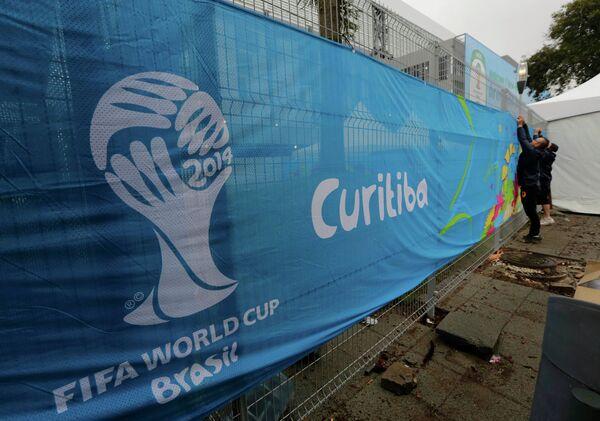 Баннер чемпионата мира по футболу в Куритибе