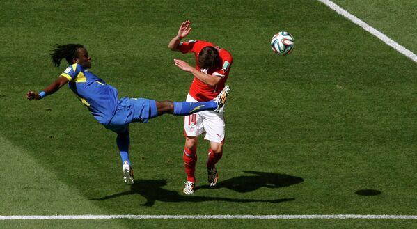 Игровой момент матча Швейцария-Эквадор