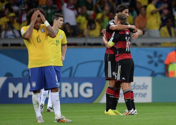 Футболисты сборных Бразилии и Германии в полуфинале ЧМ-2014
