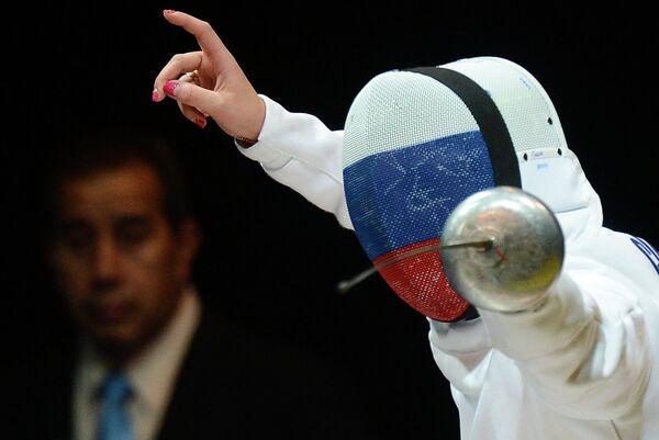 Российская шпажистка Татьяна Гудкова в финале соревнований командного первенства по фехтованию