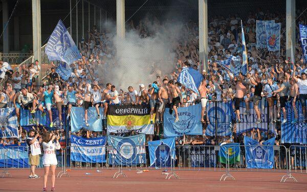 Болельщики Зенита в матче 1-го тура чемпионата России по футболу