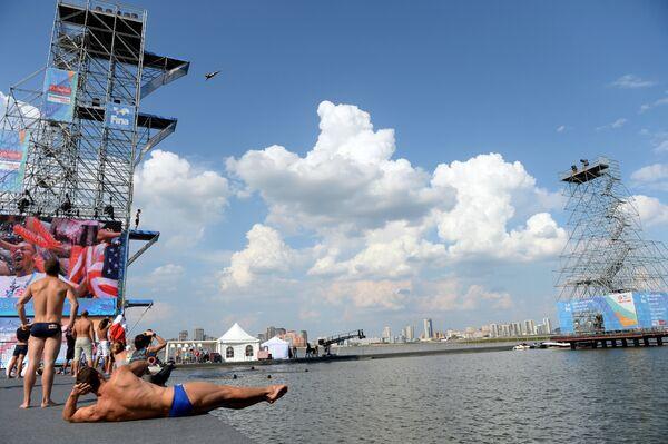 Открытая тренировка перед началом соревнований на кубке мира по хайдайвингу в Казани