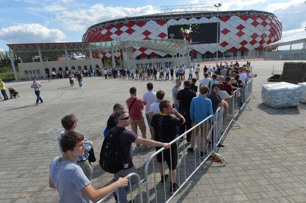 Очередь у нового стадиона в Тушино Открытие Арена