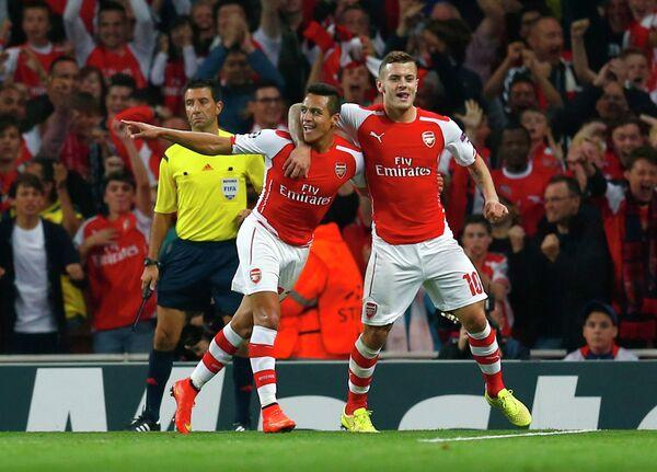 Футболисты Арсенала Алексис Санчес и Джек Уилшир (слева направо)