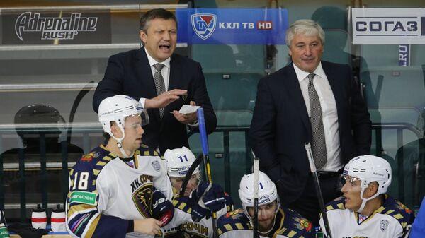 Главный тренер Сочи Вячеслав Буцаев (слева) и тренер Сочи Михаил Кравец