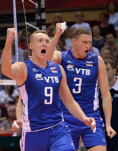 Волейболисты сборной России Алексей Спиридонов, Николай Апаликов (справа)