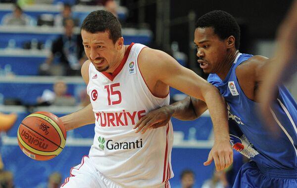 Хедо Туркоглу и Микаэль Желабаль (слева направо)