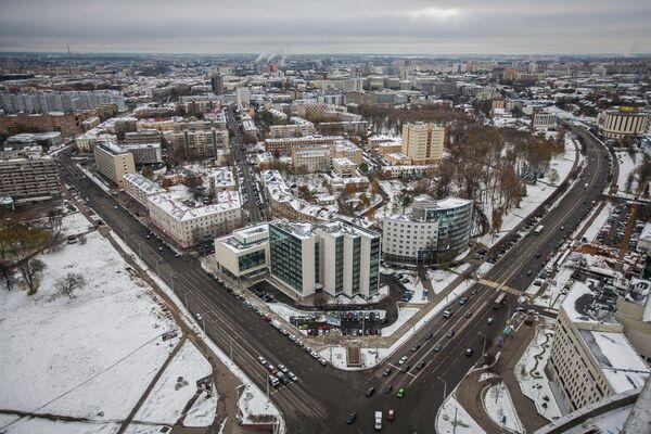 Вид с крыши строящегося в центре Минска небоскреба «Парус»