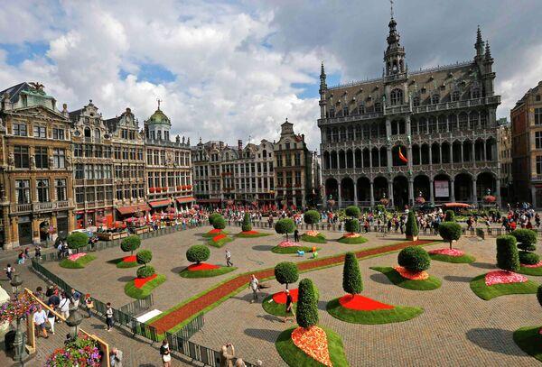 Центральная площадь Брюсселя Гран пляс, украшенная флористами