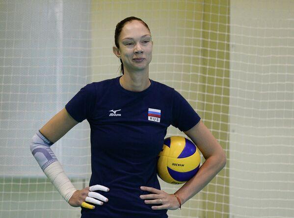 Волейбол. Тренировка женской Диагональная сборной России Екатерина ГамоваРоссии