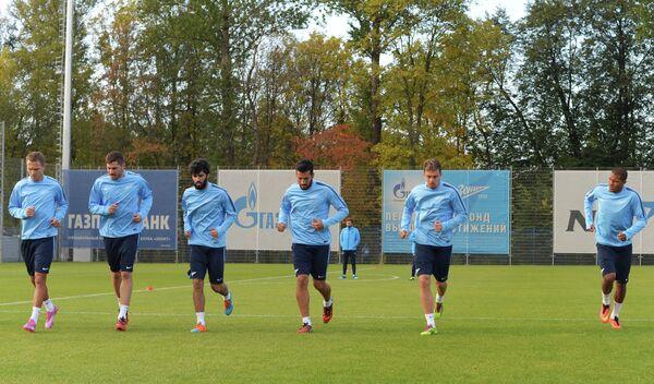 Футболисты Зенита на тренировке перед матчем группового этапа Лиги чемпионов.