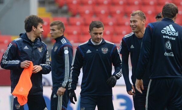 Игроки сборной России по футболу Аретм Дзюба, Василий Березуцкий, Виктор Файзулин и Георгий Щенников (справа налево)