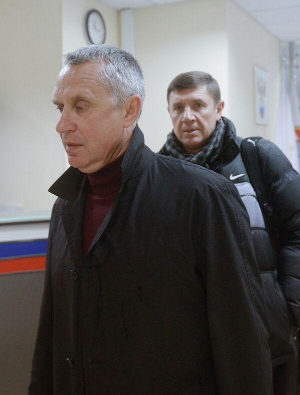 Леонид Кучук (на первом плане) перед заседанием Палаты по разрешению споров Российского футбольного союза