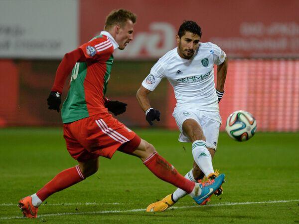 Форвард Терека Аилтон (справа) и защитник Локомотива Ян Дюрица.